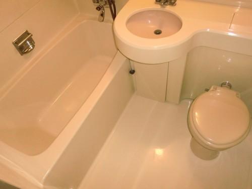 浴槽で足が伸ばせるユニットバス
