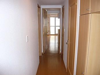 廊下(別の部屋の写真です)