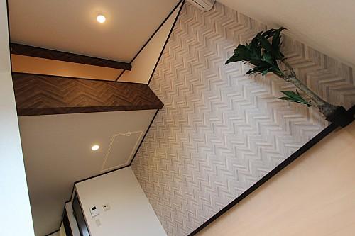 *オシャレな木目調の壁紙のある個性を大切にしたお部屋 *インターネット無料 Wi-Fiも使用可能です