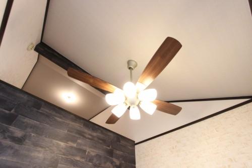 空気を循環させるシーリングファンLED照明完備