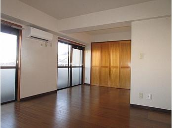 洋室10帖 ゆとりある空間で住み心地良好♪