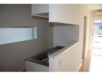 404号室は角部屋ではないのでキッチン窓はありません
