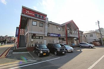 建物裏 各店舗用駐車スペース