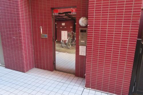 横浜クリード 1階 通用口
