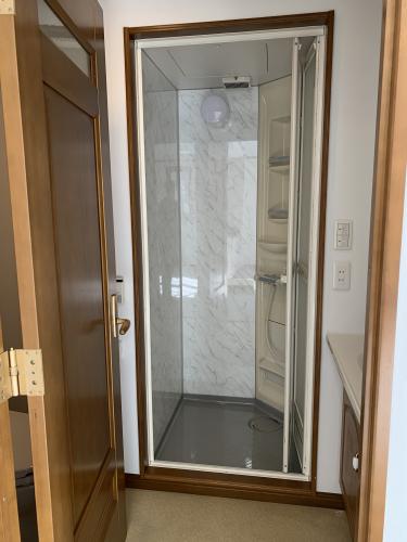 601号室 シャワー