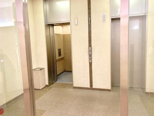 ルーシスビル 1階エレベーター(2基)