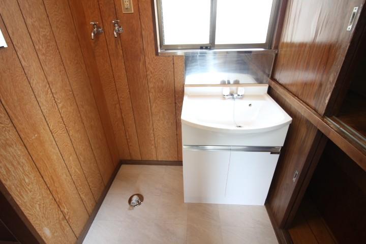 1階 独立洗面台 洗濯機置場