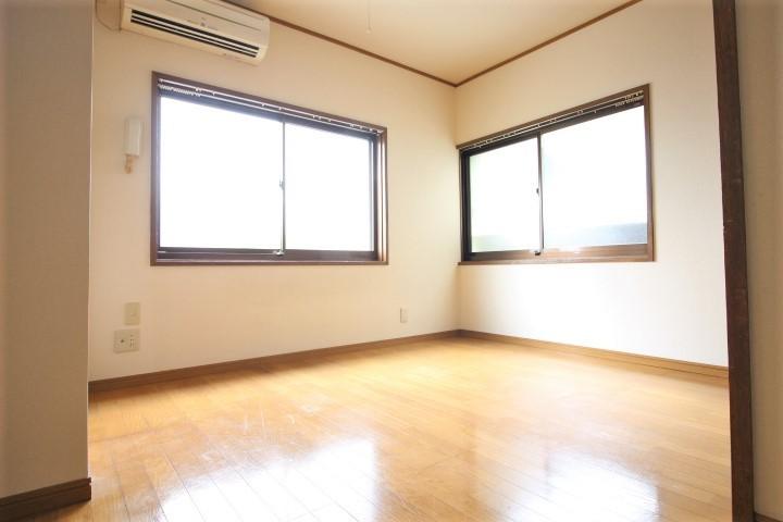 洋室6帖 2面採光の為日当たり、通気性良好♪