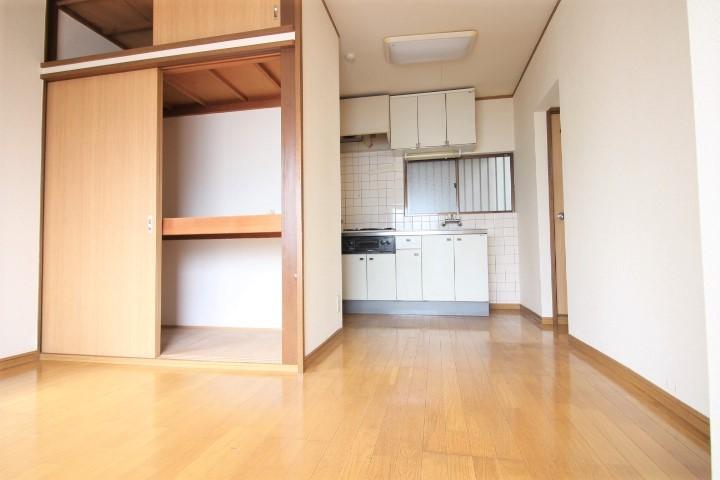 洋室6帖 大きな収納完備でお部屋のアレンジ自由自在♪
