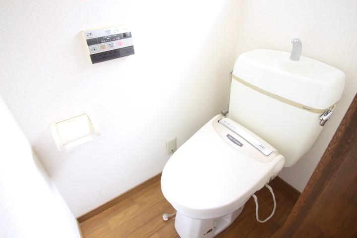 トイレ バストイレ別 温水便座♪