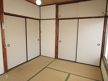 高さと奥行のある大きな収納付きでお部屋を有効的に活用できます