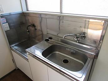 キッチン 2口ガスコンロ設置可 収納もたっぷりあります