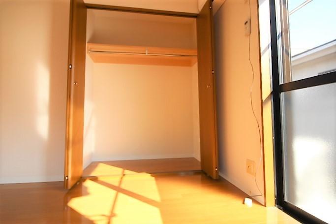 高さと奥行がありたっぷり収納できる収納スペース