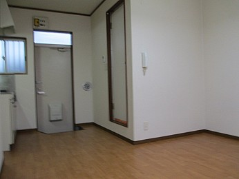 高さと奥行のある大きな収納付きでお部屋を有効的に使えます♪