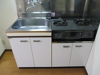 キッチン 2口ガスコンロ設置可 収納もたっぷりあり利便性良好