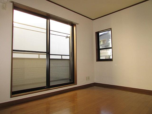 3面に窓があり開放感のあるお部屋です♪