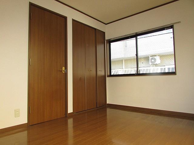 高さと奥行きのある大きな収納完備でお部屋を有効的に使えます♪