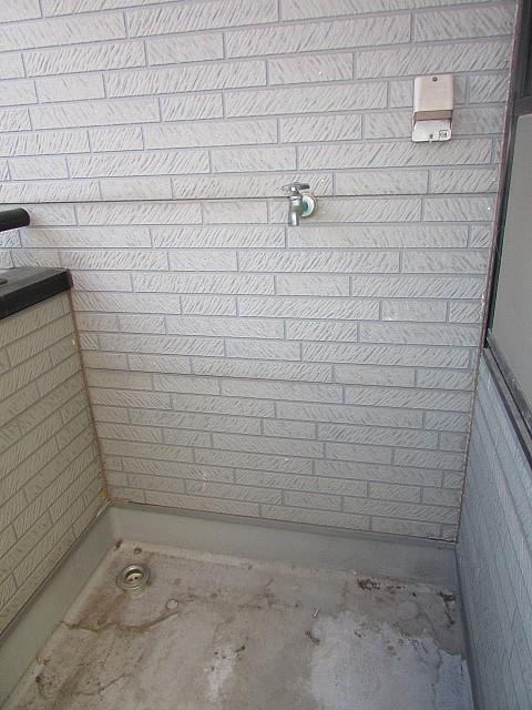 バルコニーに洗濯機置場完備♪