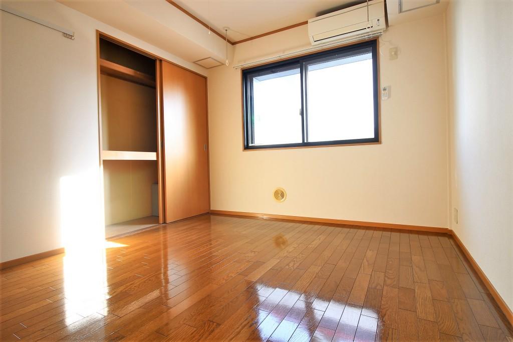 洋室6帖 南向きの明るいお部屋です♪