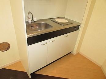 IHキッチン 収納もたくさんあり利便性良好