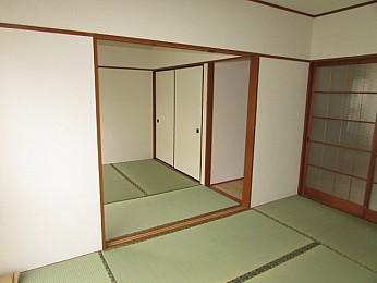 奥行のある大きな収納付きためお部屋を有効的に使えます♪