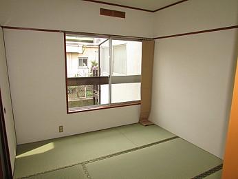 窓も大きく解放感のあるお部屋♪