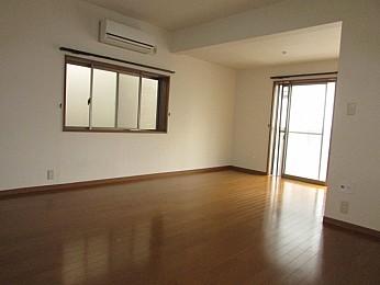 洋室11帖 2面採光で日当たり、通気性良好のお部屋♪