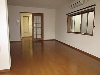 洋室11帖 大きな収納付きでお部屋を有効的に使えます