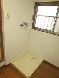 室内洗濯機置場完備で雨の日も安心