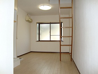 ロフト部分があるためお部屋を有効的に使えます♪