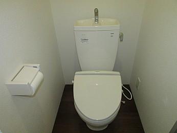 トイレ バストイレ別 窓もあり換気良好♪
