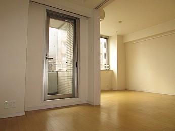 洋室4.1帖 バルコニー・大きな収納完備で便利なお部屋です♪