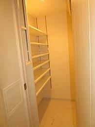 玄関横に大きな収納スペース完備♪