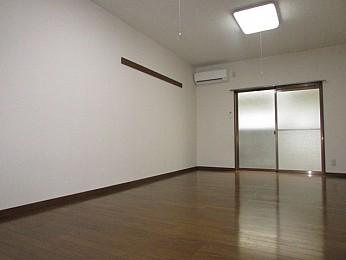 洋室11帖 南向きで日当たり良好な大きなお部屋♪
