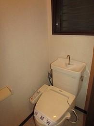 トイレ バストイレ別 温水便座 窓もあり換気良好♪