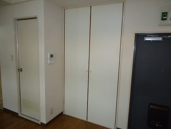 大きな収納付きでお部屋を有効的に使えます♪