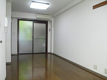洋室8帖 収納完備でお部屋を有効的に使えます♪