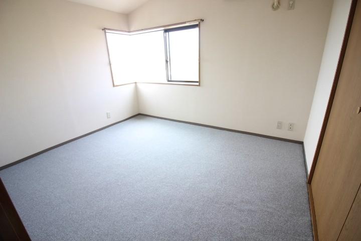 洋室6帖 光の入る明るいお部屋です♪