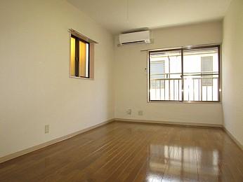 洋室7帖 2面採光のため日当たり、通気性良好♪