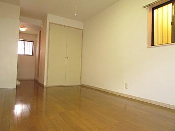 大きな収納完備でお部屋を有効的に使えます♪