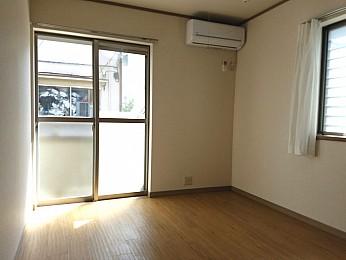 洋室6.5帖 2面採光の為日当たり、通気性良好♪