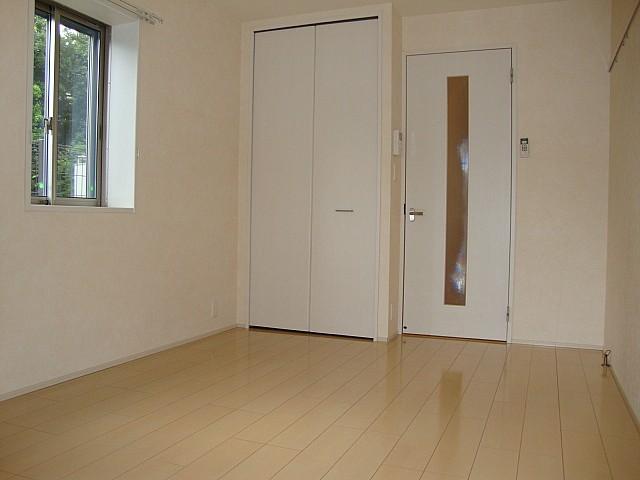 洋室7.7帖 南向きのため明るいお部屋です♪