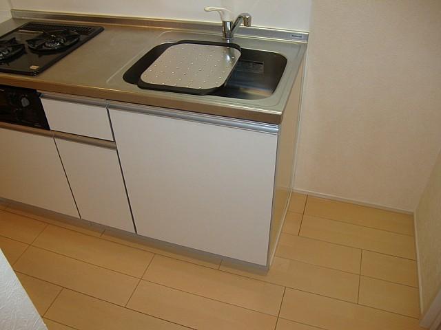 キッチン横に冷蔵庫を置くスペースもあります♪