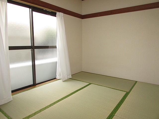 和室6帖 大きな収納完備でお部屋を有効的に使えます♪
