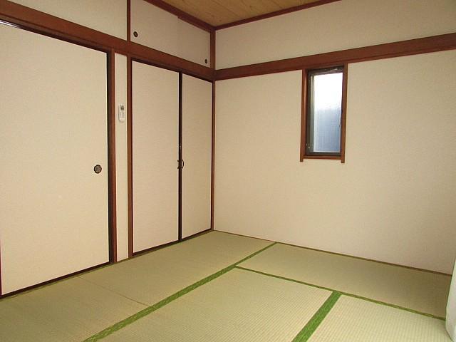 和室6帖 人気の角部屋のため周りを気にせず生活できます♪