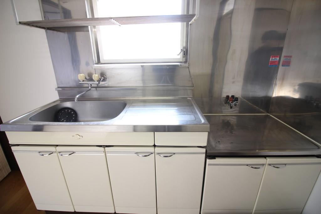 キッチン 2口ガスコンロ設置可 収納もたっぷり