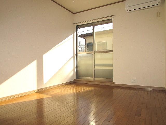 洋室6.5帖 南向きのため、日当たり良好なお部屋です♪