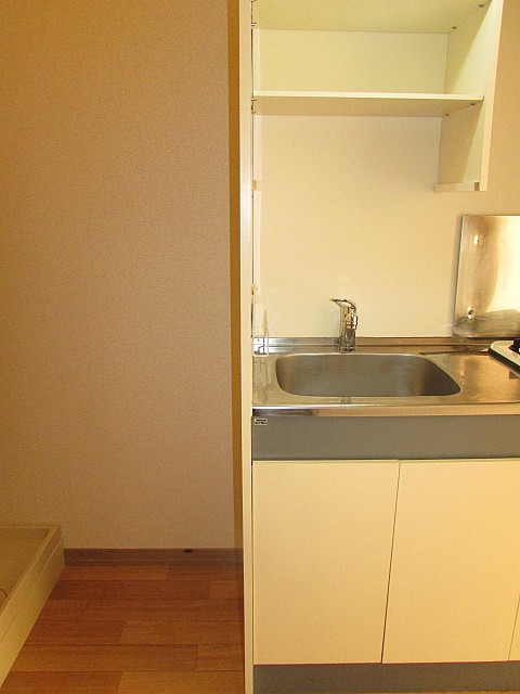 キッチン横に冷蔵庫を置くスペースあり♪
