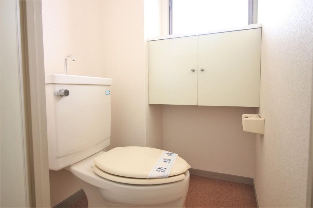 トイレ バストイレ別 窓もあり換気良好