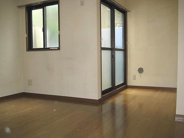 洋室9帖 ゆとりある生活空間で住み心地良好♪